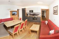 Tarlack_Appartments_Leogang_Dreizint_Appartement3-Kueche